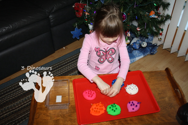 Fine Motor: Sorting Christmas Lights - 3Dinosaurs.com
