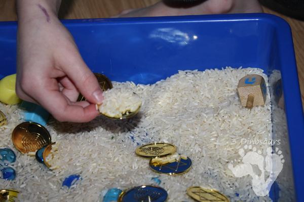 Hanukkah Rice Sensory Bin - 3Dinosaurs.com