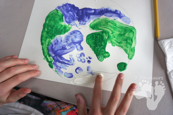 Easy to Make Finger Painted Planet Earth - fun projects for Earth Day or a project on planet earth - 3Dinosaurs.com