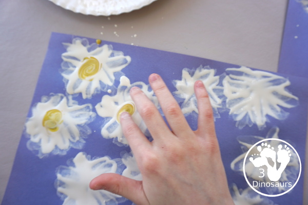 Making Fingerprint Daisies - a simple and easy painting craft that kids can do in minutes with very few supplies- 3Dinosaurs.com