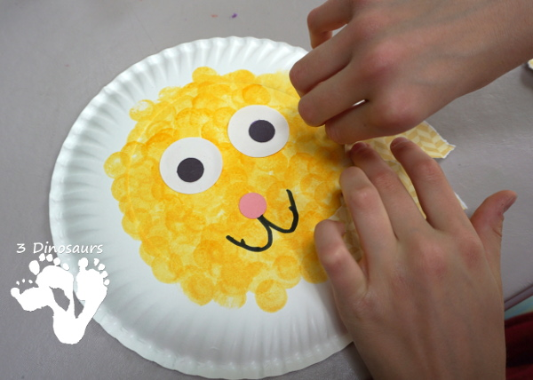 Easy To Make Paper Plate Lion - made with paper plates and torn pape, a fun craft for a zoo theme  - 3Dinosaurs.com