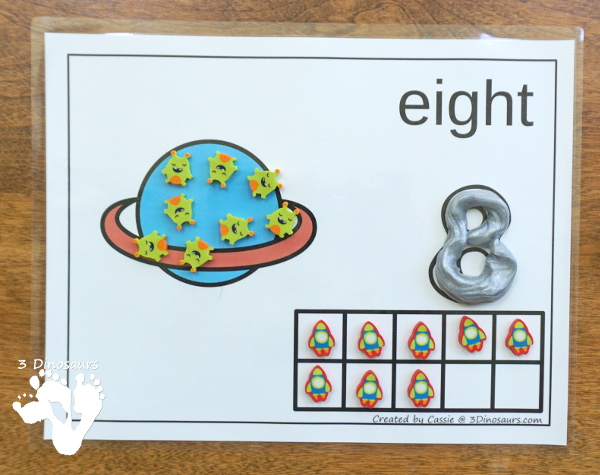 Free Planet & Moon Themed Counting Mats: 1 to 10 - 10 mat in with a option for the black or white background  - 3Dinosaurs.com