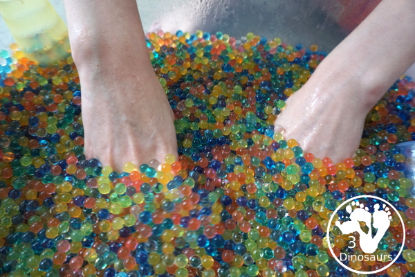 Water Beads Sensory Bin - easy sensory play with water beads for all year - 3Dinosaurs.com